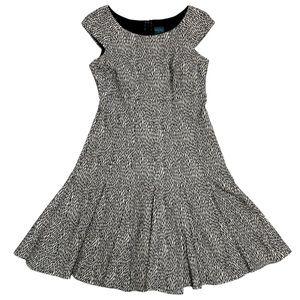 EUC Gabby Skye black/cream dress, sz 6